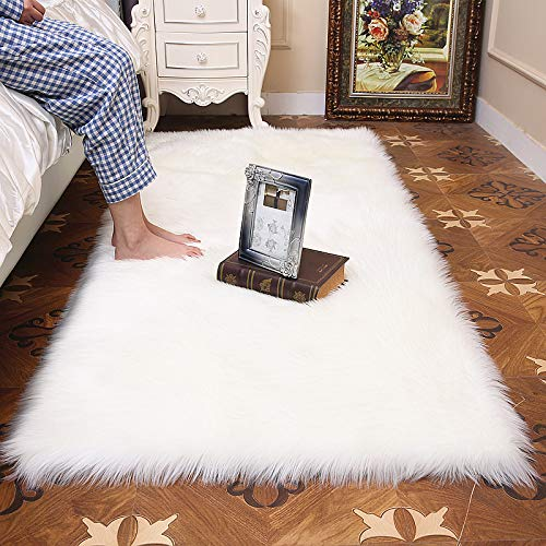 HUAHOO 2ft x 3ft Ivory White Soft Fuax Fur Rug Small Chair Cover Home Décor Accent for a Kid's Room